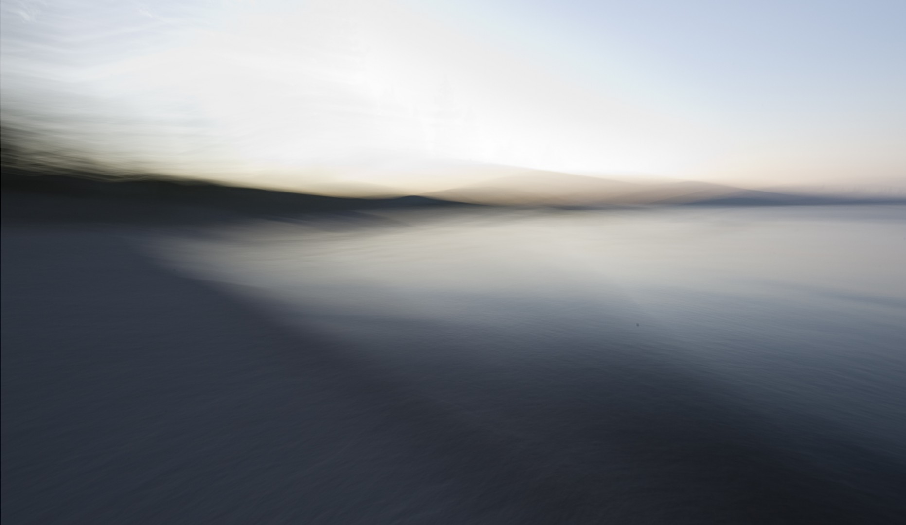 blurred-lake